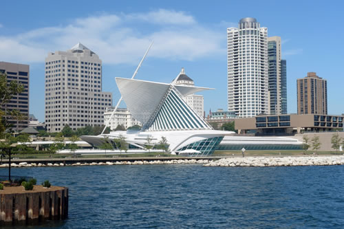 Southeastern view of the Calatrava in downtown Milwaukee