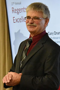 Photo of Dr. Gary Onan, recipient of 2019 Teaching Excellence Award